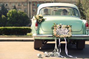 Egyedi dekoráció az autóra esküvői rendszámtáblával!